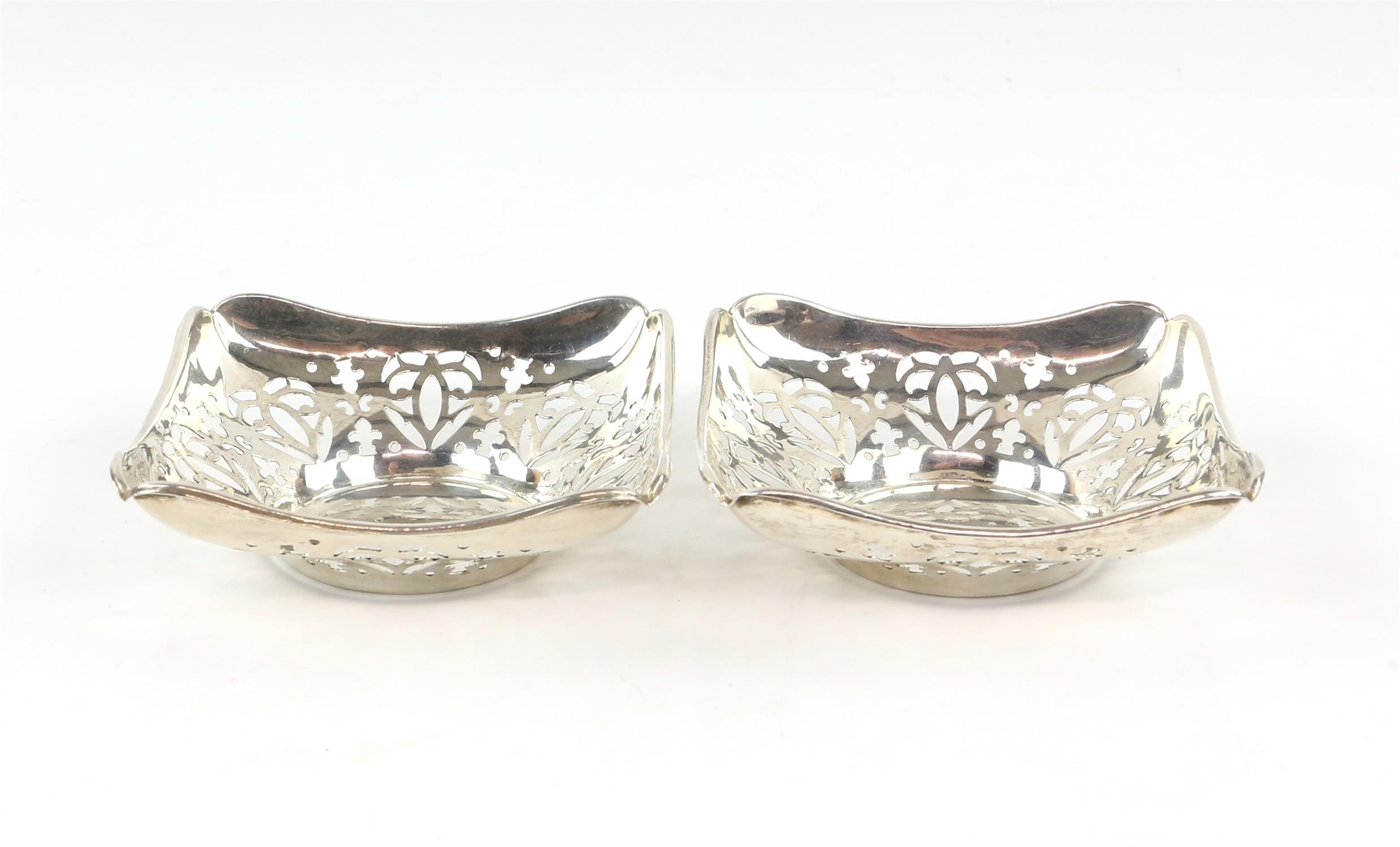 Pair of pierced square form silver Bon Bon dishes by Deaken and Francis, Birmingham 1910 - Image 2 of 4