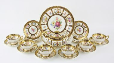 "Paragon ""Queen Mary"" type tea service comprising, tea pot, cake plate 28cm, four side plates 15."