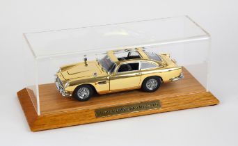 James Bond 007 - Danbury Mint Special Edition Aston Martin DB5 1:24 scale model, gold plated,