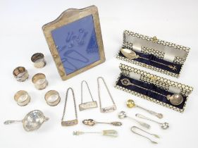 Mixed collection of silver, to include tea strainer, Birmingham 1926, five napkin rings,