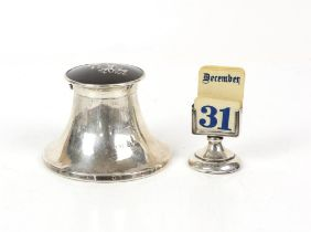 Large silver capston form inkwell with pique inlaid tortoiseshell lid hinge AF London 1918 and a