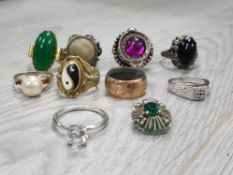 COLLECTION OF VARIOUS OLD RINGS