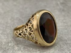 BEAUTIFUL 9CT GOLD HUGE GARNET RING 13.4G SIZE T1/2