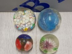 4 DECORATIVE PAPERWEIGHTS WITH FLORAL PATTERN INCLUDES MILLEFIORI ETC