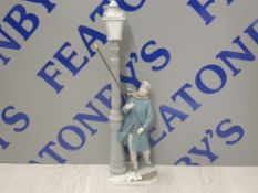 LLADRO FIGURE 5205 LAMPLIGHTER SIGNED AND DATED TO BASE SAS