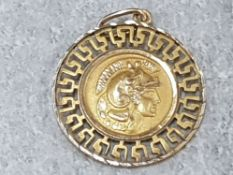 9CT GOLD PENDANT WITH GRECO ROMAN DESIGN TO BOTH SIDES A CENTURION PLUS THE PARTHENSON SURROUNDED BY