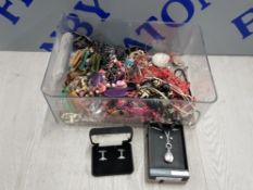 COLLECTION OF COSTUME JEWELLERY INCLUDING NECKLACES, BROOCHES AND CUFFLINKS ETC