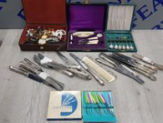 A BOX OF MISCELLANEOUS CUTLERY AND COSTUME JEWELLERY