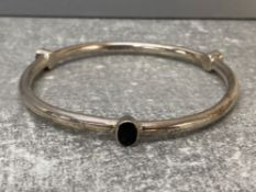 Silver hollow slave bangle set with amethyst cornelian and onyx, 9.2g gross