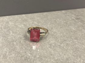 9ct yellow and white gold ring with pink stone, possibly tourmaline, 2.35g size p