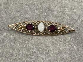 9ct gold opal and 2 garnet bar brooch 4.15g