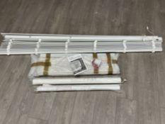 2 white Venetian blinds and 2 white roller blinds