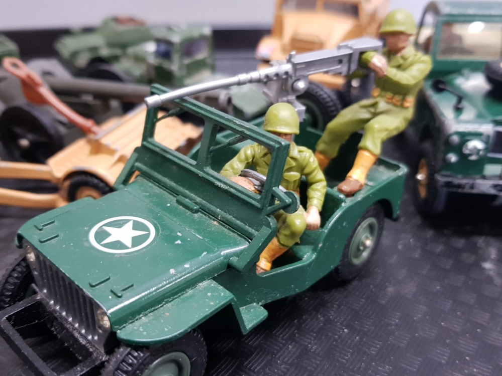 Tray of military related die-cast toys including Britains gunner, Corgi armored jeep etc - Image 3 of 3