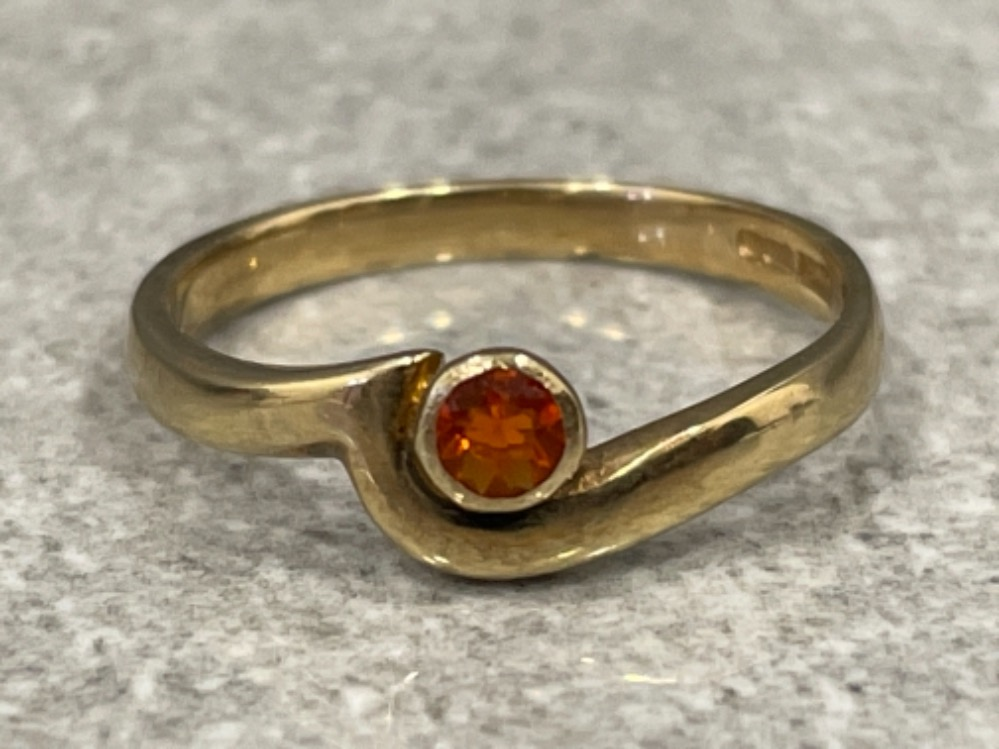 Ladies 9ct gold fire opal ring. 1.9g size L1/2