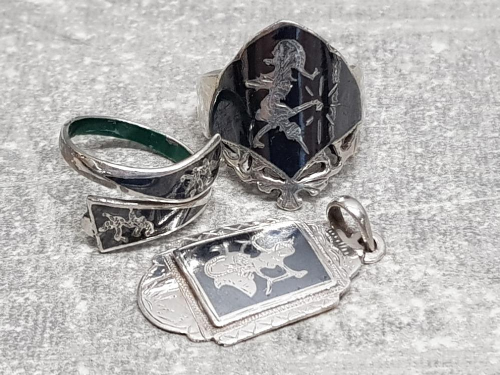 2 Niello silver rings and silver Niello pendant, 10.3g