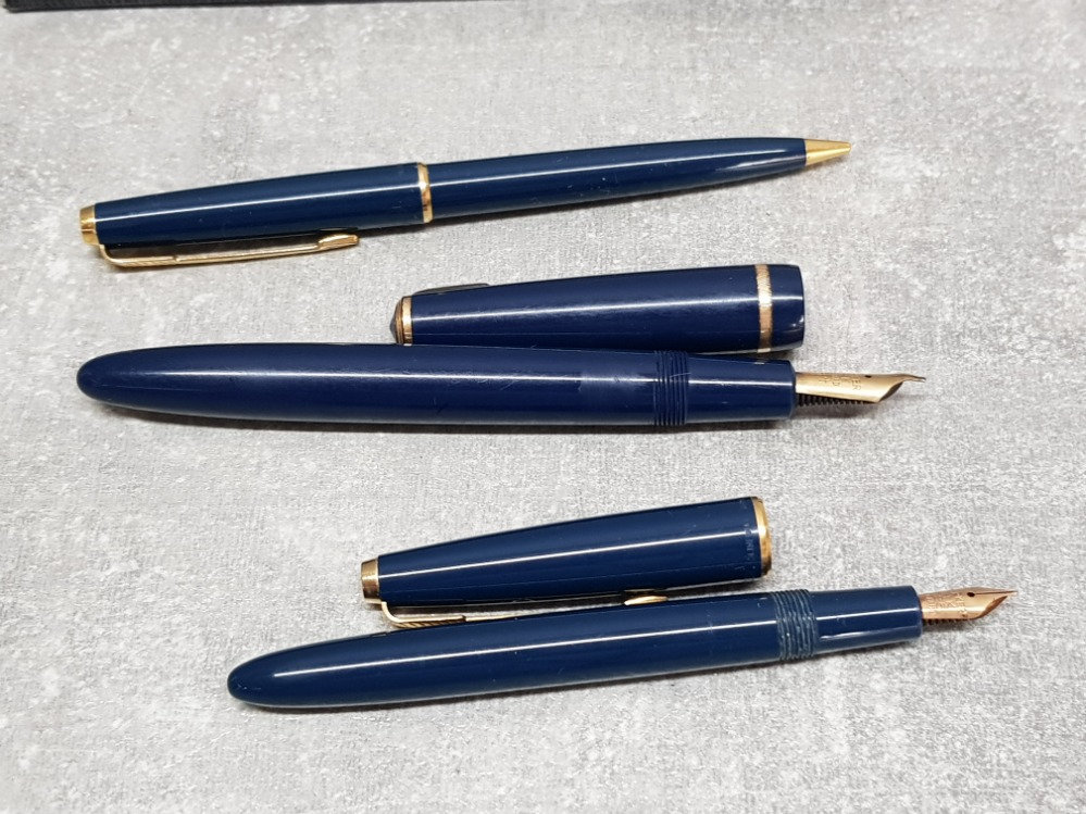 A gents blue parker fountain pen with 14k gold nib, a ladies parker fountain pen with 14k gold
