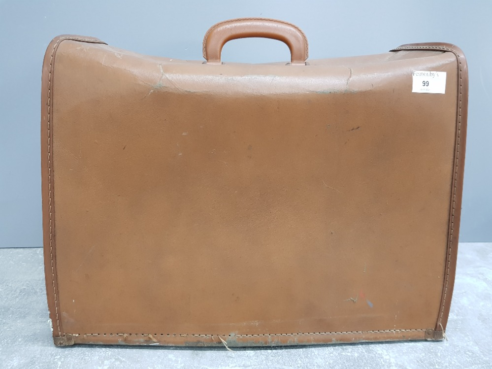 Vintage Singer sewing machine with carry case - Image 3 of 3