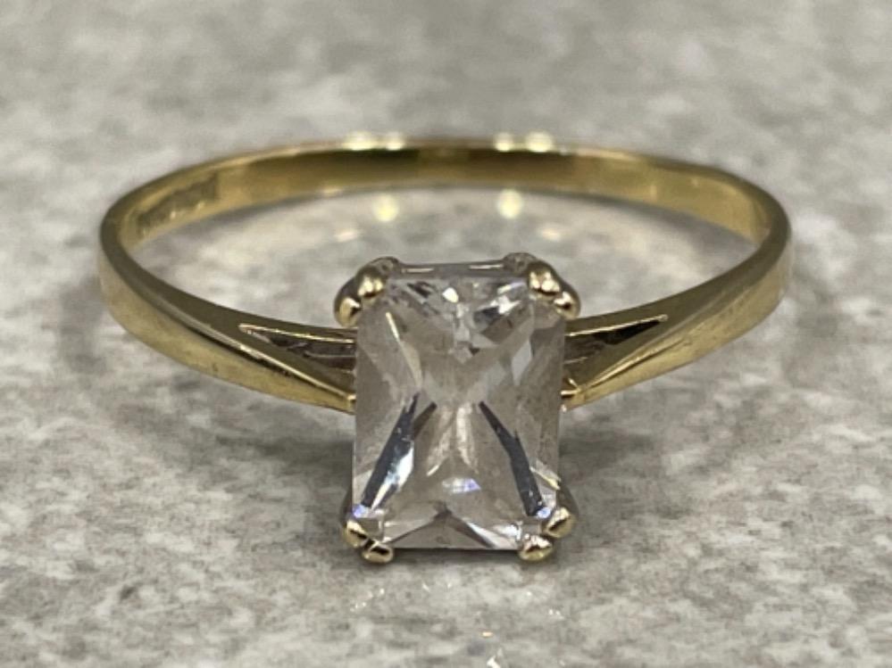 Ladies 9ct gold CZ ring. Emerald cut, 1.6g size O