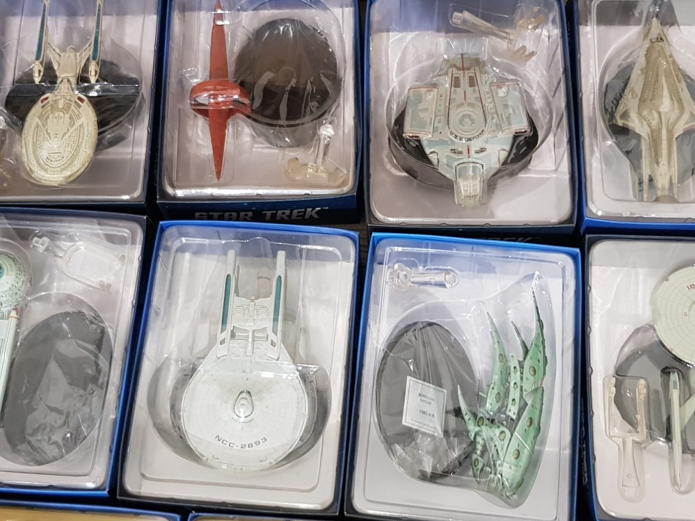 Huge collection of Star Trek items including a variety of boxed starships, Magazines and a - Image 3 of 3