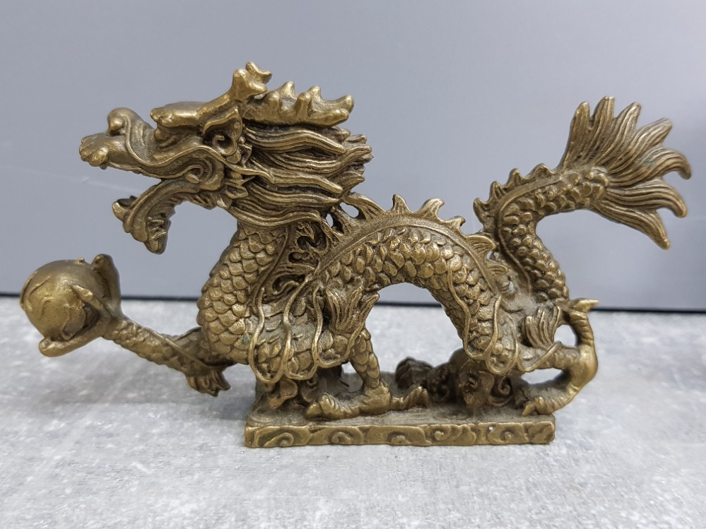 Pair of brass Chinese foo dragons, 13x7cm - Image 2 of 3