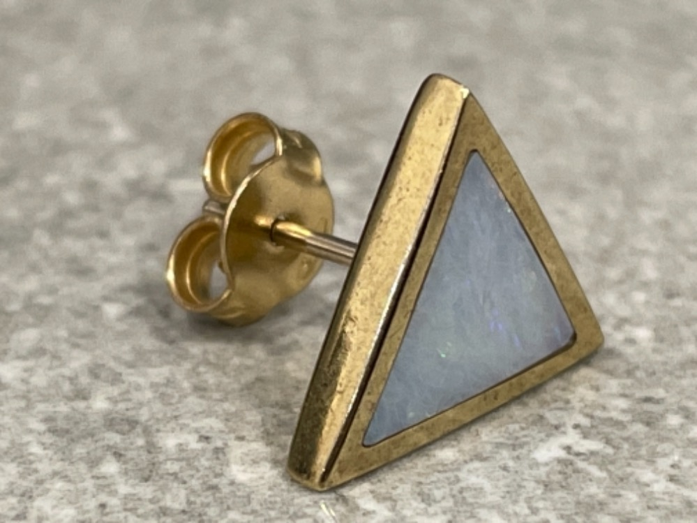 Ladies 9ct gold triangle shaped Opal stud earrings. - Image 2 of 3