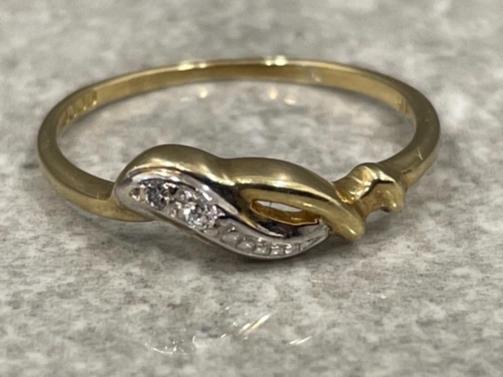 Ladies 9ct gold diamond ring. Size L 1.2g