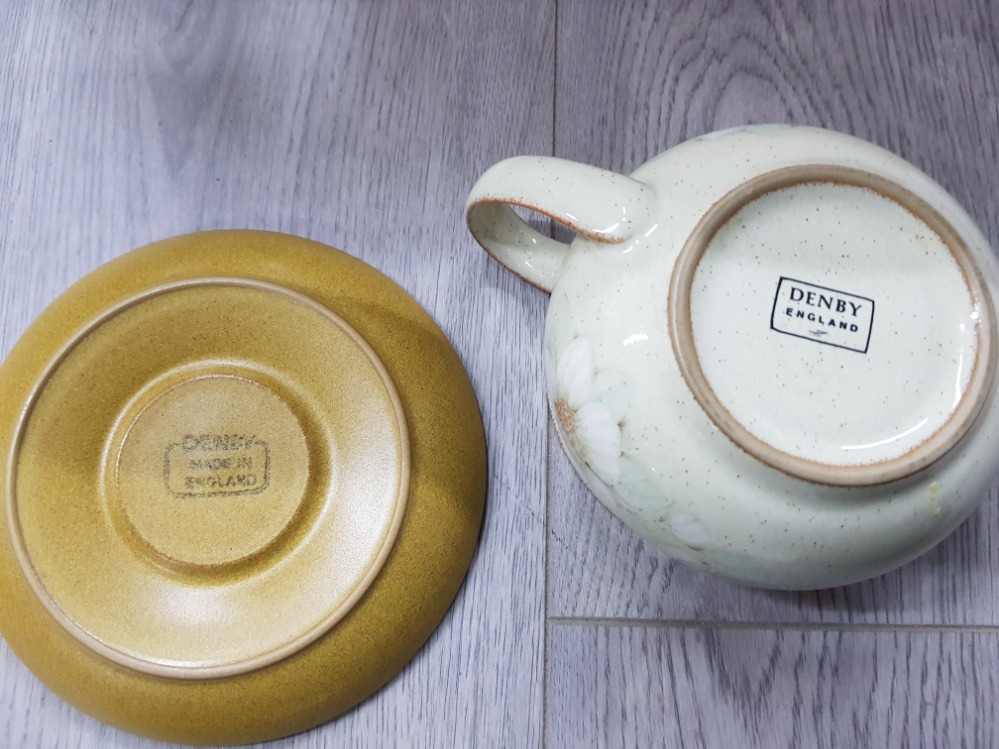 Dinner and teaware to include Wedgwood 'Aztec', Denby, Royal Worcester etc in two boxes. - Image 5 of 5