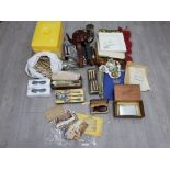 Collectables to include viceroy dry shaver, cigarette cards, postcards, flatware, 3D glasses Terrado