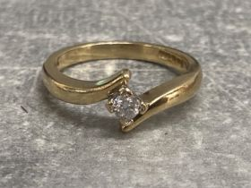 9ct yellow gold diamond ring, 2.57g