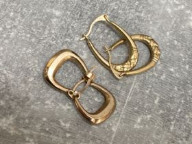 2 pairs of 9ct gold earrings 1G