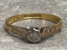 18ct yellow gold and platinum solitaire diamond ring, 2.31g