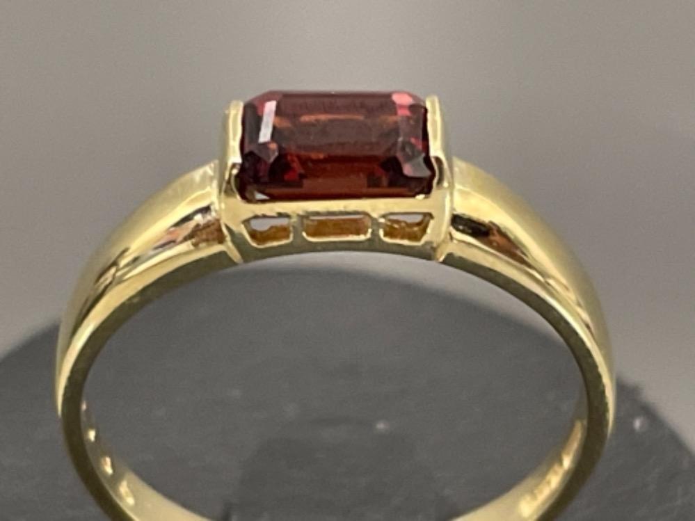 Ladies 9ct gold Garnet ring. Size N 1.77g - Image 3 of 3