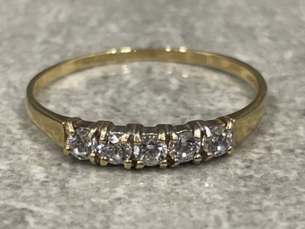 9ct gold 5 stone CZ ring. Size Q 1g