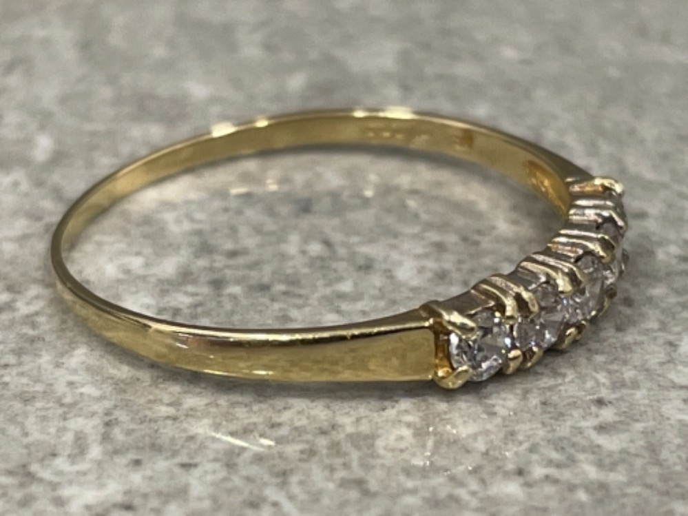 9ct gold 5 stone CZ ring. Size Q 1g - Image 2 of 2