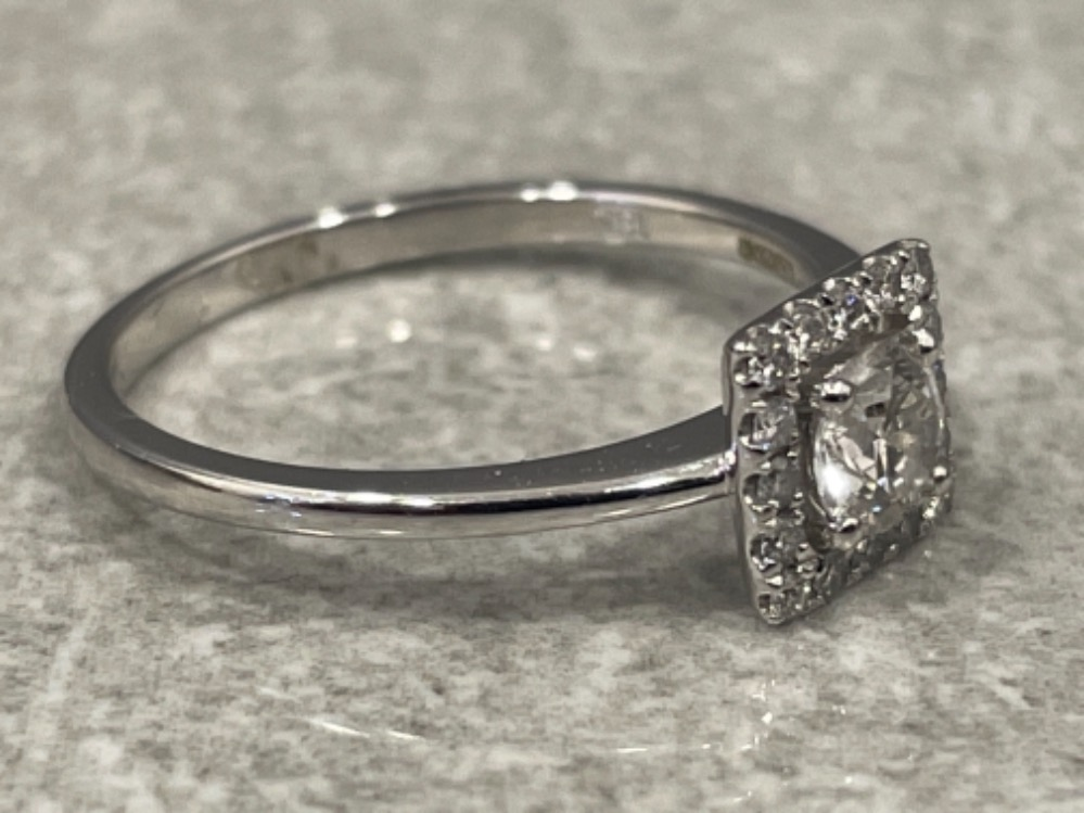 18ct white gold diamond cluster ring. Size M 2.1g - Image 2 of 3