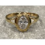Ladies 9ct gold CZ oval shaped ring. Size M 1.58g
