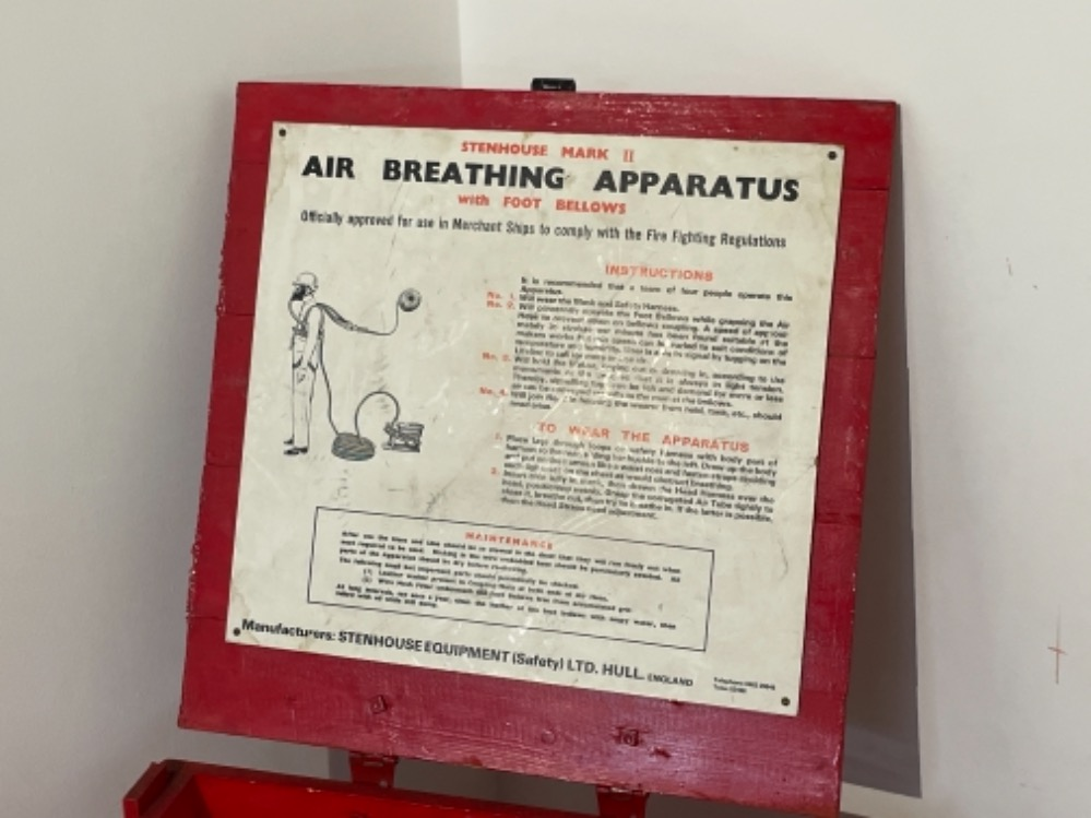 Air breathing apparatus box complete with equipment off Tug boat. - Image 5 of 6