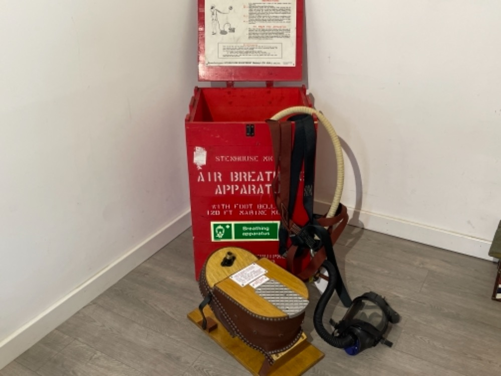 Air breathing apparatus box complete with equipment off Tug boat. - Image 2 of 6