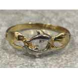 14ct gold ring with Dolphin design. Size R 1.4g