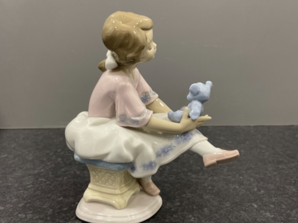 """Lladro 7620 """"Best friend"""" in good condition and original box - Image 3 of 4"""