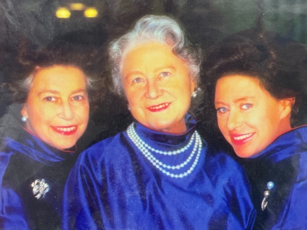 Autographs - Royalty. Matted display of Queen mother and 2 Daughters Elizabeth and Margaret together - Image 2 of 5