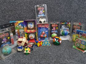 Box of novelty 3D puzzle balls majority new and still sealed in original packaging, includes 2