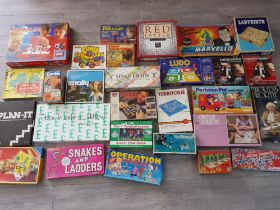 Total of 28 boxed vintage games including Marvello, safari tiddlywinks etc