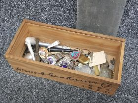 Miscellaneous items including badges, pens, coins and costume jewellery