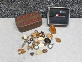 Players gold leaf tobacco tin and contents includes cufflinks and tiepin