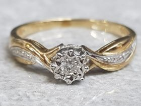 9ct yellow & white gold ring set with centre diamond, size N, 1.7g gross