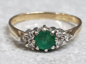 9ct yellow gold & emerald ring with 2x sets of 3 diamonds on either side of centre stone, size K½,