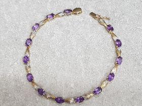 9ct yellow gold bracelet set with 11 purple stones, 6g gross