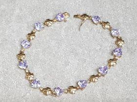 9ct yellow gold Heart & clover bracelet set with 11 purple stones, length 19.5cm, 8.4g gross