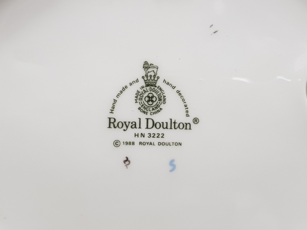 Royal doulton figurine hn 3222 together with nao by lladro figure - Image 2 of 3